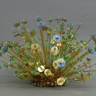 Goldseeigel - Perlen, Pailletten, Draht